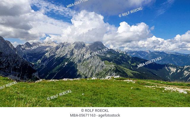 Frauenalpl, view above the Reintal on Zugspitzplatt, Blassenkamm and Alpspitze in clouds, Wetterstein Range