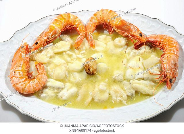 Cod cocochas with sauce pil pil and prawns