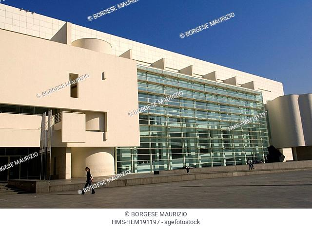 Spain, Catalonia, Barcelona, Raval district, the Museum of Contemporary Art of Barcelona MACBA by architect Richard Meier, placa dels Angels 1