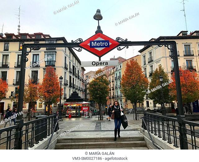 Metro Opera entrance. Isabel II Square, Madrid, Spain