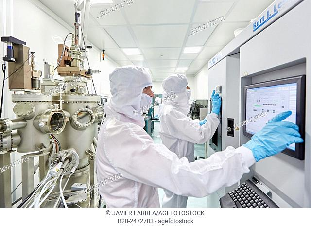 Kurt Lesker eBeam/thermal deposition system and Createc UHV deposition system. Cleanroom. Nanotechnology. Laboratory. CIC nanoGUNE Nano science Cooperative...