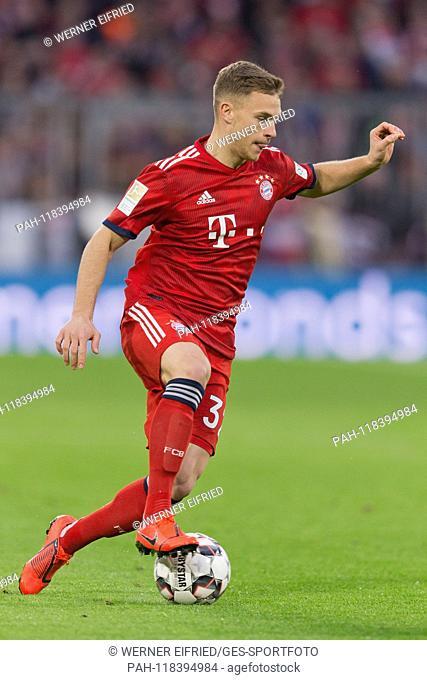 Joshua Kimmich (FCB) with Ball, single action GES / Soccer / 1. Bundesliga: FC Bayern Munich - FSV FSV FSV Mainz 05, 17.03