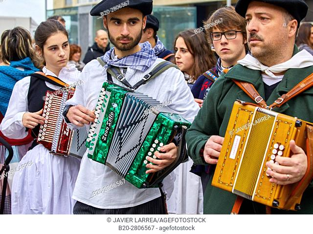 Trikitixa (typical Basque accordion), Feria de Santo Tomás, The feast of St. Thomas takes place on December 21. During this day San Sebastián is transformed...