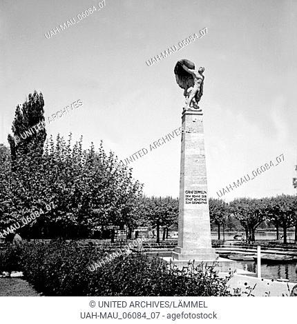 Das Zeppelin Denkmal am Gondelhafen in Konstanz, Deutschland 1930er Jahre. Zeppelin monument at gondola harbor of Constance, Germany 1930s