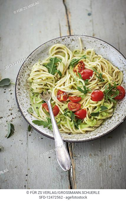 Spaghetti with avocado and lime sauce