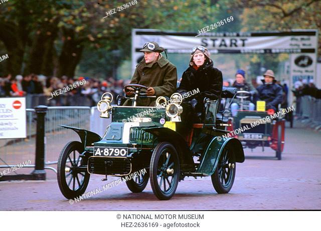 1904 De Dion Bouton at 2000 London to Brighton run. Artist: Unknown