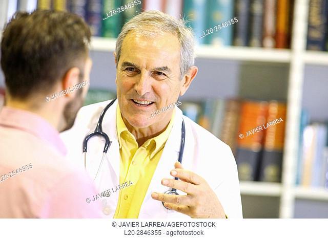 Doctor with patient, Hospital, Donostia, San Sebastian, Gipuzkoa, Basque Country, Spain