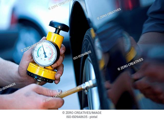 Person using pressure gauge