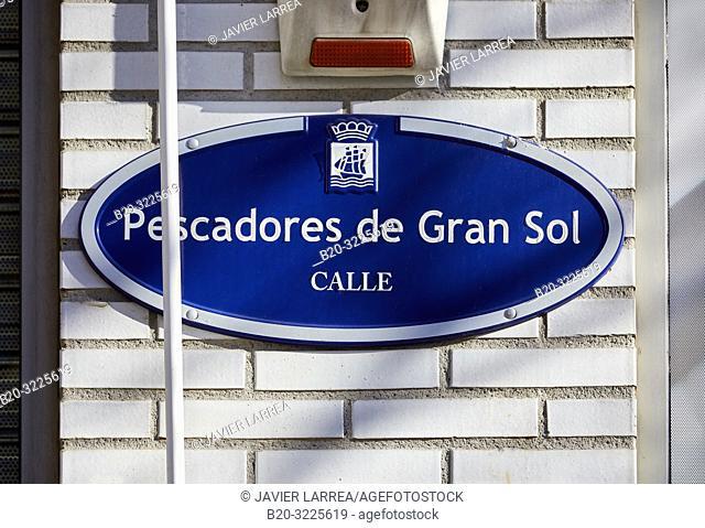 Street name plate: e calle Pescadores de Gran Sol, Gran Soleko Arrantzaleak kalea, Donostia, San Sebastian, Gipuzkoa, Basque Country, Spain, Europe