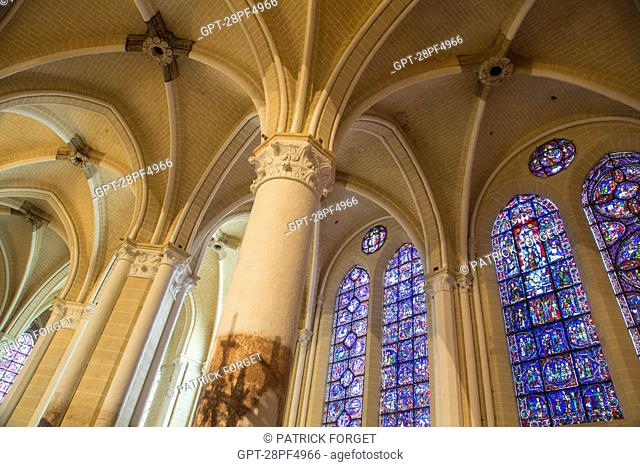 STAINED GLASS (THE VIRGIN OF OUR LADY OF THE BELLE VERRIERE), COLUMNS AND VAULTING IN THE SIDE AISLE, INTERIOR OF THE OUR LADY OF CHARTRES CATHEDRAL