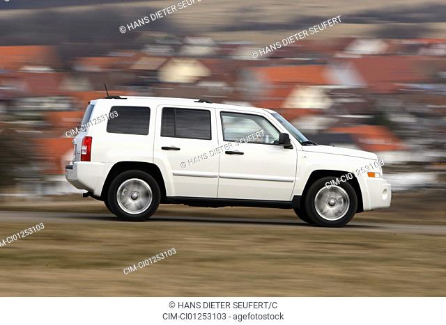 Jeep Patriot, model year 2008-, white, driving, side view, country road
