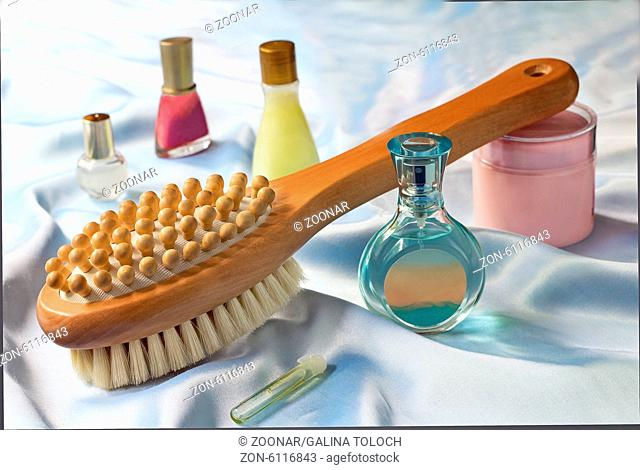 Massage brush and conditioning agents behind a bod