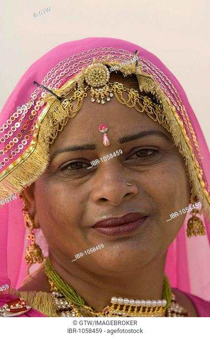 Rajput woman, Jaisalmer, Thar Desert, Rajasthan, India, South Asia