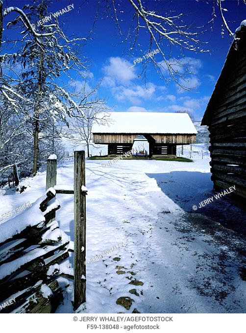Cantilever barn. Cades Cove. Great Smoky Mountains National Park. Tennessee. USA