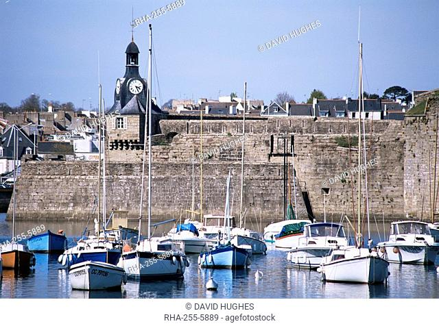 Harbour and old walled town, Concarneau, Finistere, Brittany, France, Europe