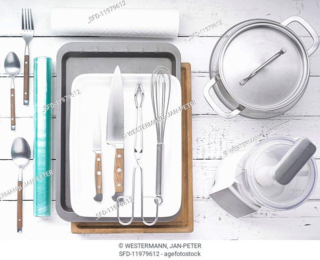 Kitchen utensils for making spare ribs