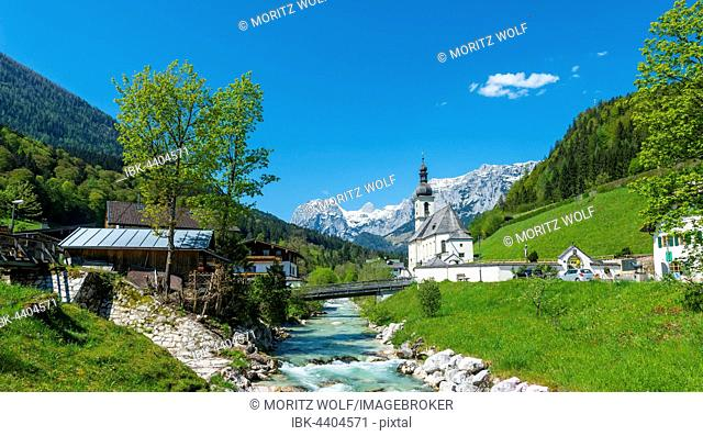 Pfarrkirche St. Sebastian, parish church, Ramsauer Bach, river, Reiteralpe behind, Ramsau, Berchtesgadener Land, Upper Bavaria, Bavaria, Germany