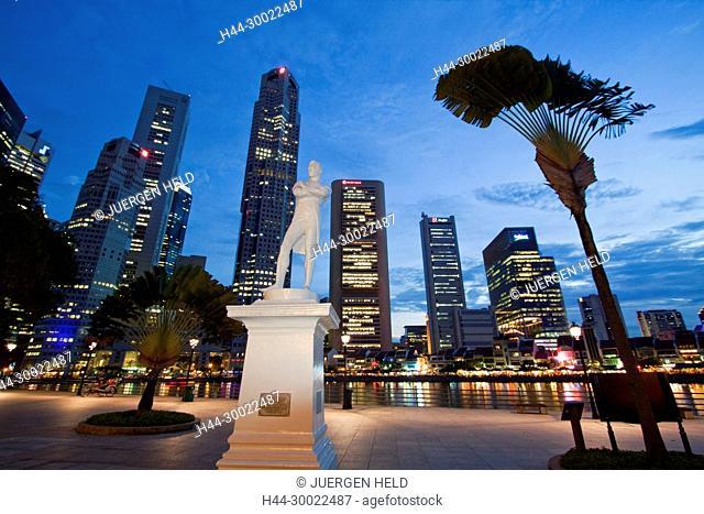 Skyline of Singapur, Raffles Statue, South East Asia, twilight