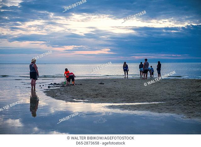USA, Massachusetts, Cape Cod, Eastham, First Encounter Beach, sunset