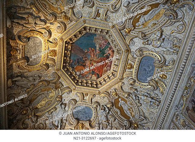 """Paolo Veronese's painting """"""""Venezia nell'atto de conferire onori e ricompense"""""""". Ceiling of the Sala de'll Anticollegio. Palazzo Ducale"""