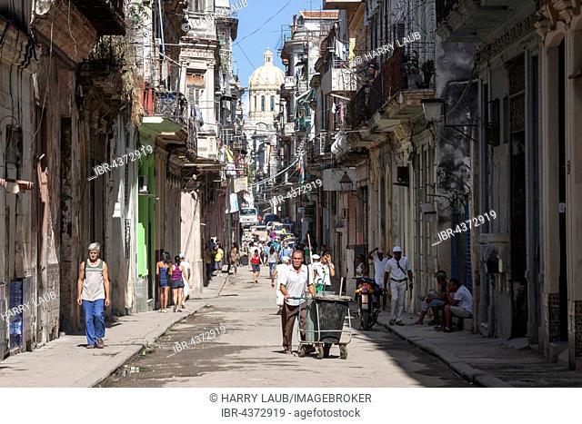 Street scene with typical houses, historic centre, Havana, Havana Vieja, Cuba