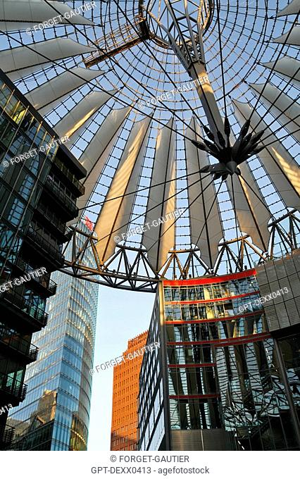SONY PLAZA, SONY CENTER, POTSDAMER PLATZ, CANOPY CONCEIVED BY THE GERMAN-AMERICAN HELMUT JAHN BETWEEN 1996 AND 2000, THE GLASS ROOF OF THE BUILDING ADORNS...