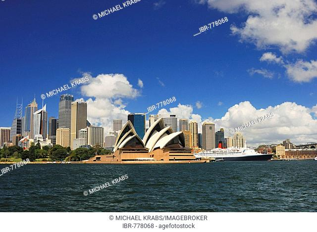 Skyline of Sydney, Sydney Opera House and Queen Elizabeth 2 luxury liner, Sydney, New South Wales, Australia