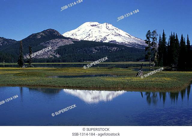 Sparks Lake South Sister Volcano Oregon, USA