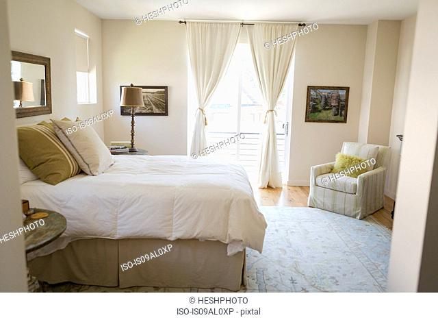 Bedroom cleaned with green cleaning products