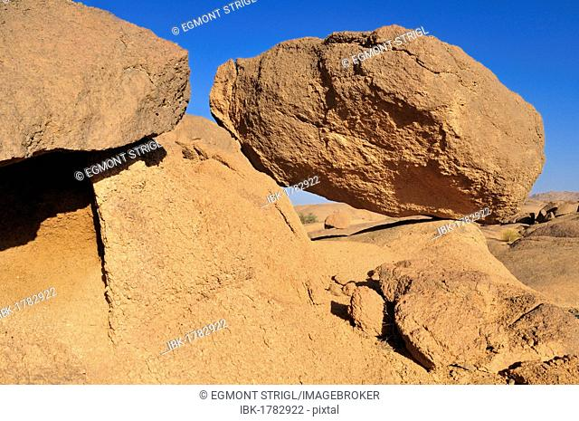 Granite boulders in the Hoggar, Ahaggar Mountains, Wilaya Tamanrasset, Algeria, Sahara, North Africa