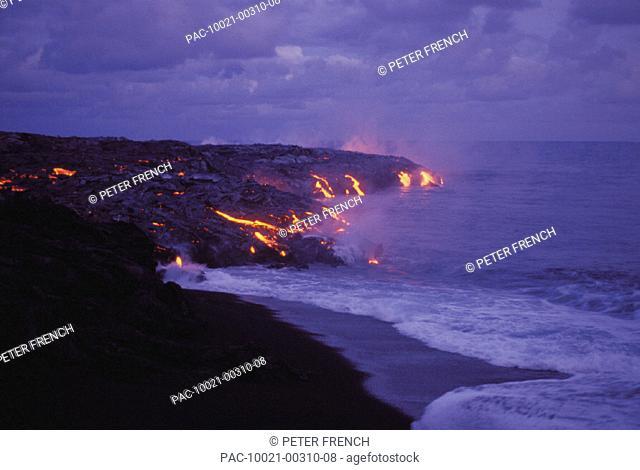 Hawaii, Big Island, Hawaii Volcanoes National Park, Lava action meeting sea