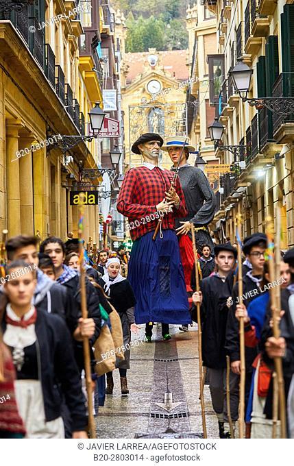 Giants, Olentzero, Christmas, Mayor street, Donostia, San Sebastian, Gipuzkoa, Basque Country, Spain, Europe