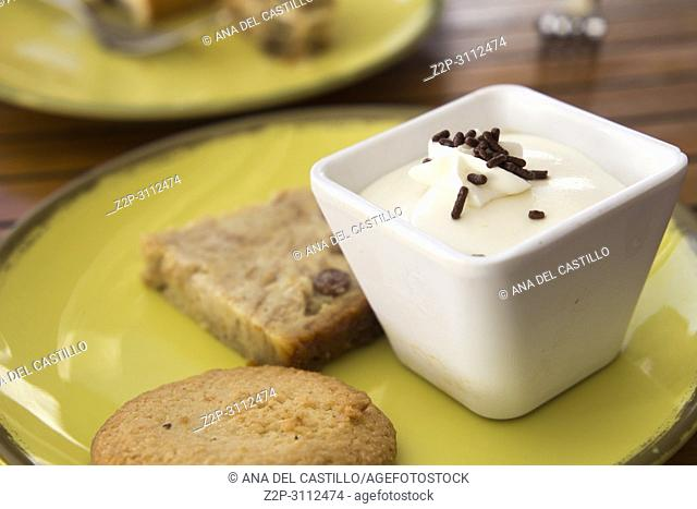 Vanilla mousse dish with desserts