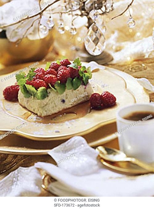 Elderflower mousse with raspberries (1)