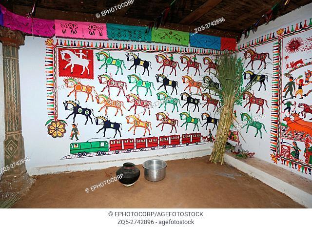 RATHAWA TRIBE, Pithora Paining on Traditional mud Walls in a RATHAWA House, Chiliyawat Village, District Chhota Udipur, Taluka, Chhota Udipur, Gujrat, India