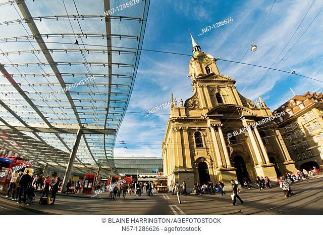 Glass canopy on Bahnhofplatz and the Church of the Holy Spirit Heiliggeistkirche, Bern, Canton Bern, Switzerland