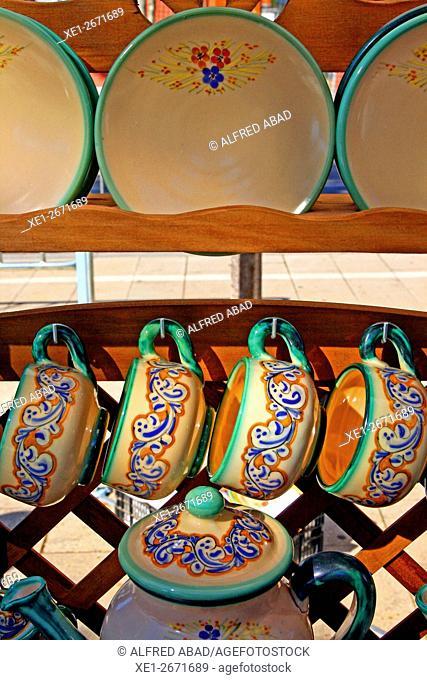 Ceramics set of cups, saucers and tea pot