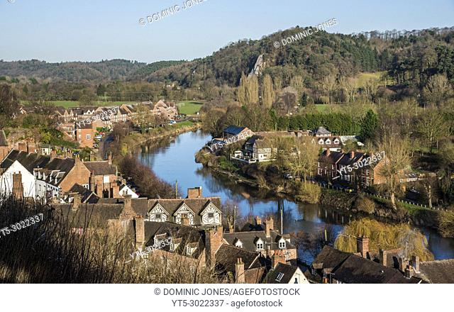 The River Severn as it winds through a wintry Low Town , Bridgnorth, Shropshire, England, Europe