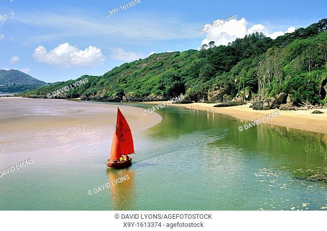 Sailboat dinghy at White Sands Bay on the Portmeirion estate near Porthmadog, Gwynedd north Wales, UK  West across Tremadog Bay
