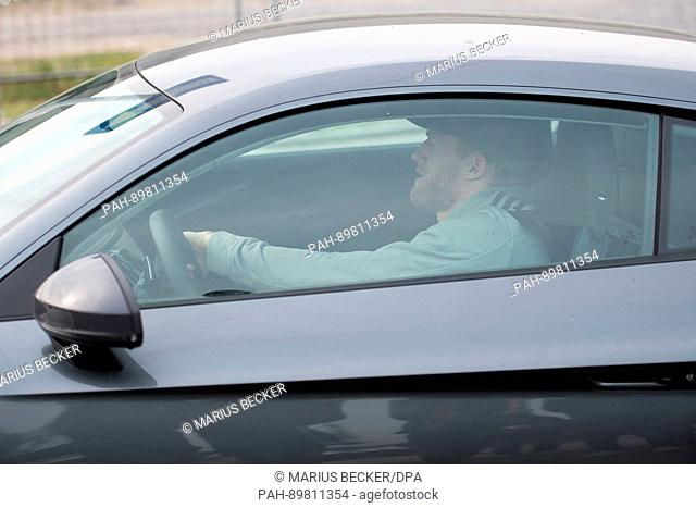 dpatop - Borussia Dortmund soccer player Andre Schuerrle arrives at the training grounds of Borussia Dortmund in Dortmund, Germany, 12 April 2017
