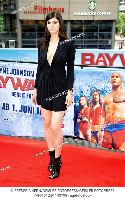 Alexandra Daddario at the 'Baywatch' photocall at Sony Center on May 30, 2017 in Berlin, Germany. | Verwendung weltweit. - Berlin/Berlin/Deutschland