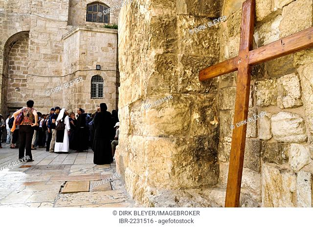 Cross on the Church of the Holy Sepulchre, Christian quarter, Old City of Jerusalem, Israel, Middle East, Southwest Asia