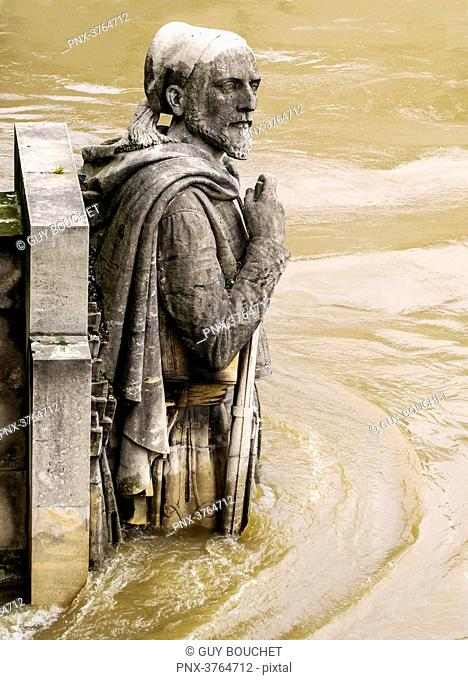 France, Ile de France, Paris, the Seine overflowing and flooding, June 2016, the 'Zouave' at the pont de l'Alma