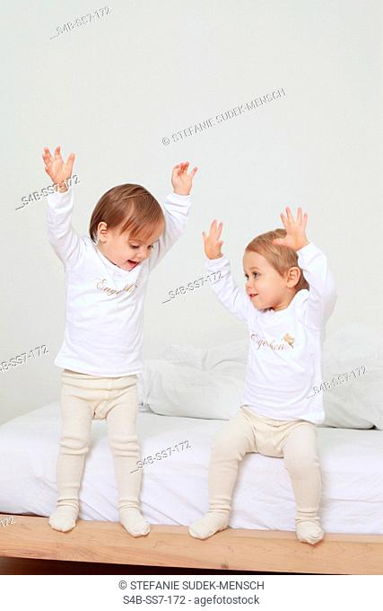 Two toddlers raising their arms, Berlin, Germany