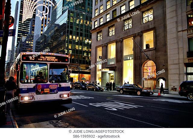 M3 Manhattan Bus stopped to load passengers on Madison Avenue, New York, NY, USA