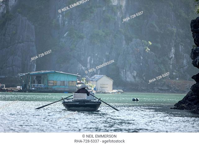 Trader at a floating village, Halong Bay, UNESCO World Heritage Site, Vietnam, Indochina, Southeast Asia, Asia