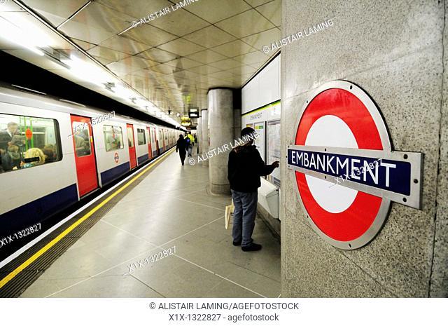 Man Looking At Subway Map.Map London Subway Stock Photos And Images Age Fotostock
