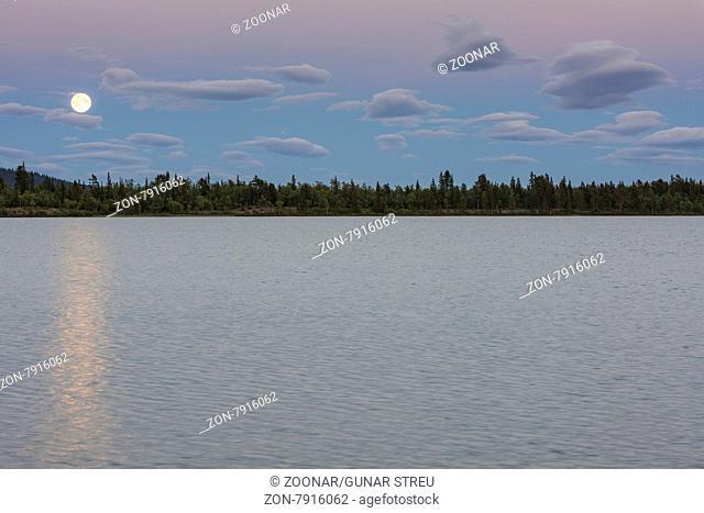 Mondaufgang, Sjaunja Naturreservat, Welterbe Laponia, Norrbotten, Lappland, Schweden, August 2015