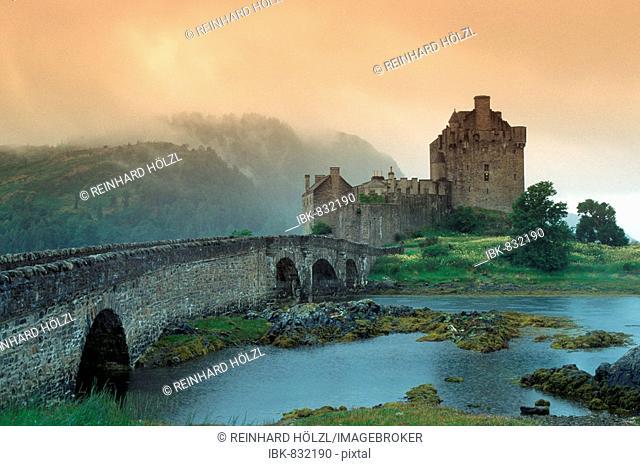 Eilean Donan Castle, Loch Duich, Western Highlands, near the Isle of Skye, Scotland, Europe