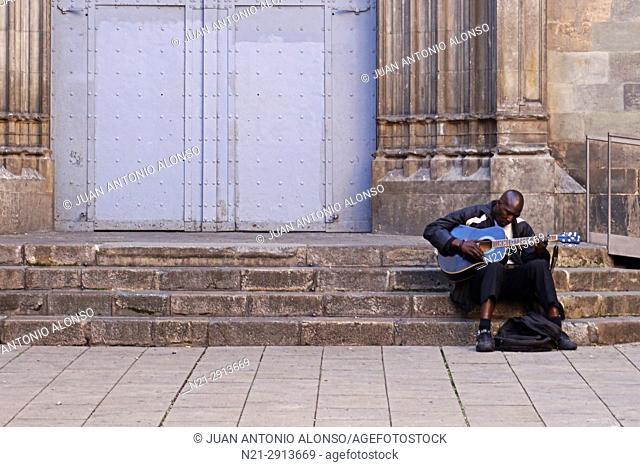 Street musician on the steps of Sant Just i Pastor Church. Gothic Quarter, Barcelona, Catalonia, Spain, Europe